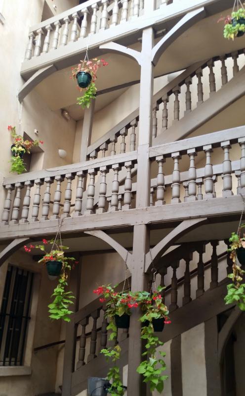 ドビュッシーの家の中庭