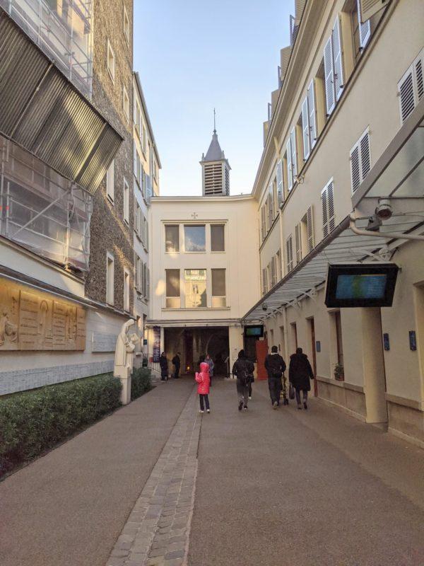 奇跡のメダイユ教会入り口