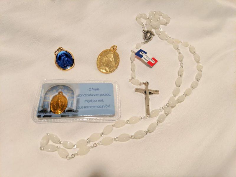 奇跡のメダイユ教会で購入したメダルとクロス