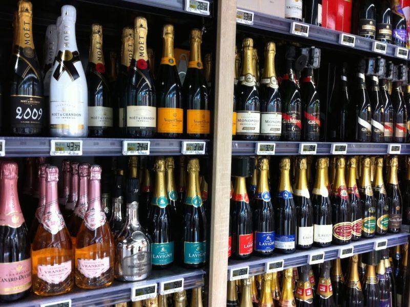 パリのスーパーマーケット スパークリングワイン