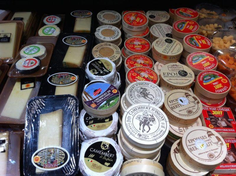パリのスーパーマーケット チーズ
