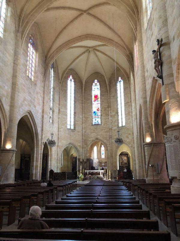 サン・サセルド大聖堂内部