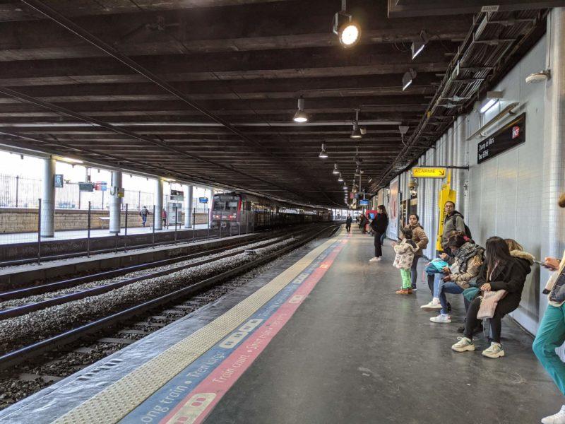 RERは駅によって雰囲気が全然違います