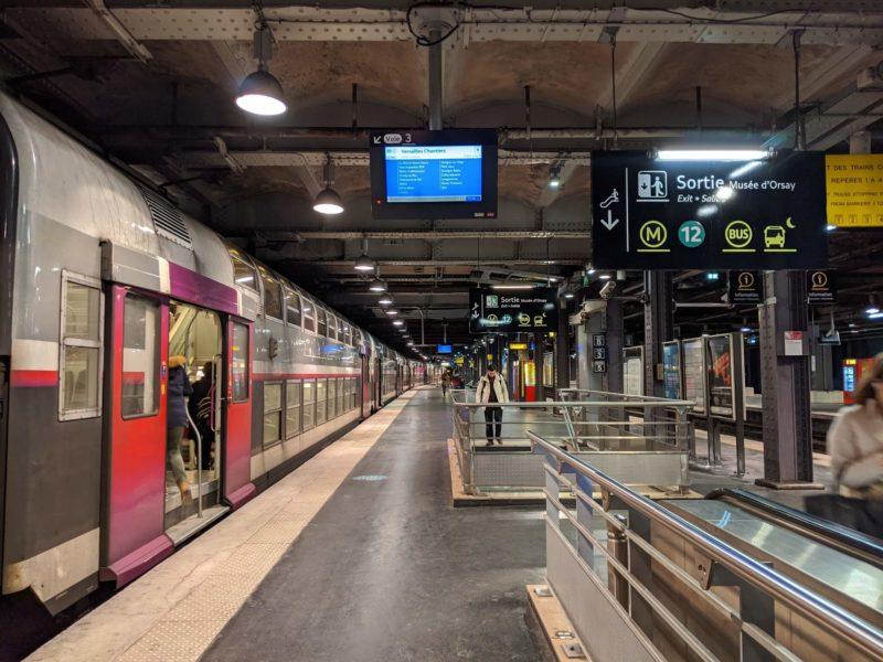 オルセーのRER駅はとてもきれい