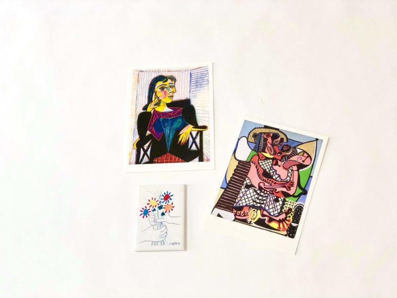 ピカソ美術館のお土産の絵葉書(ポストカード)とマグネット