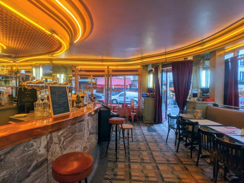 カフェ・デ・ドゥ・ムーラン店内の様子