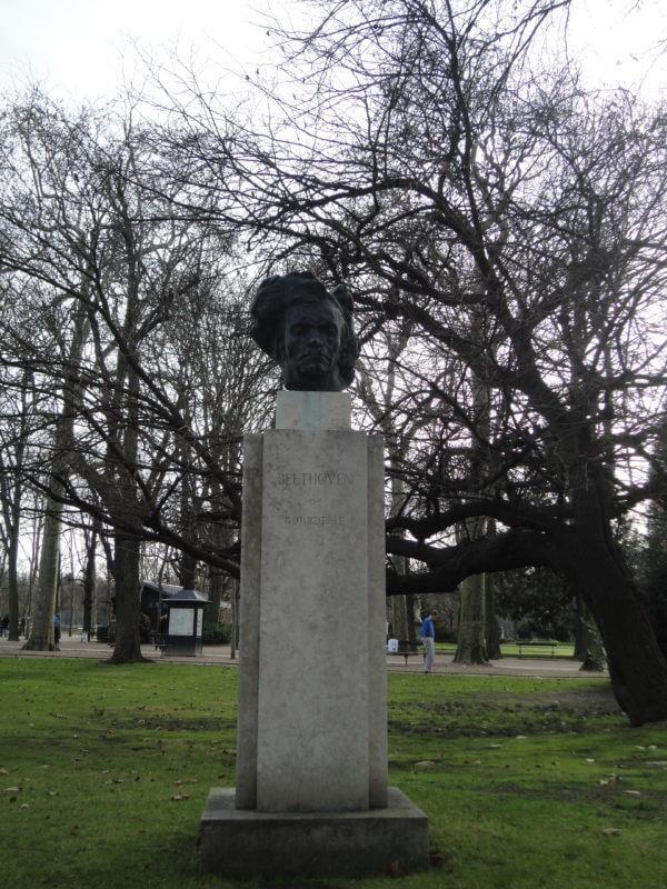 リュクサンブール公園のベートーヴェンの像