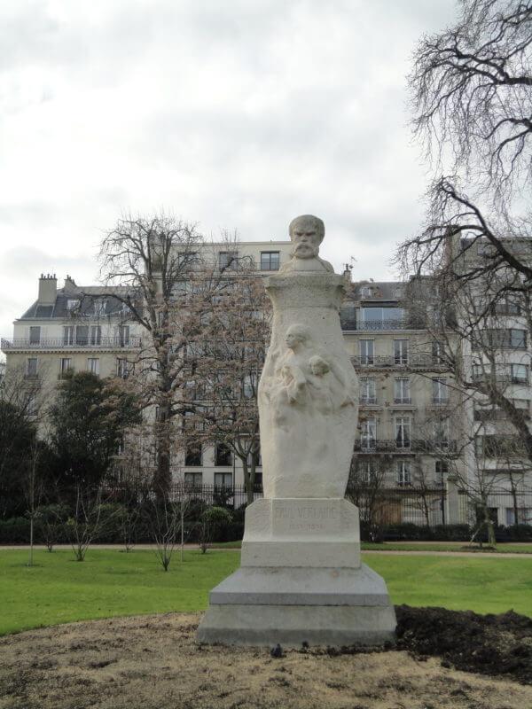 リュクサンブール公園のヴェルレーヌの像