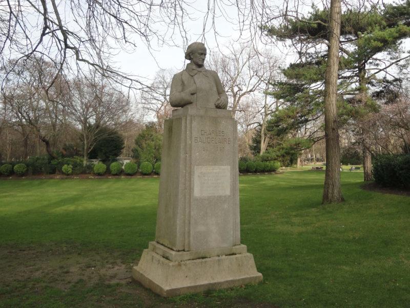 リュクサンブール公園のボードレールの像